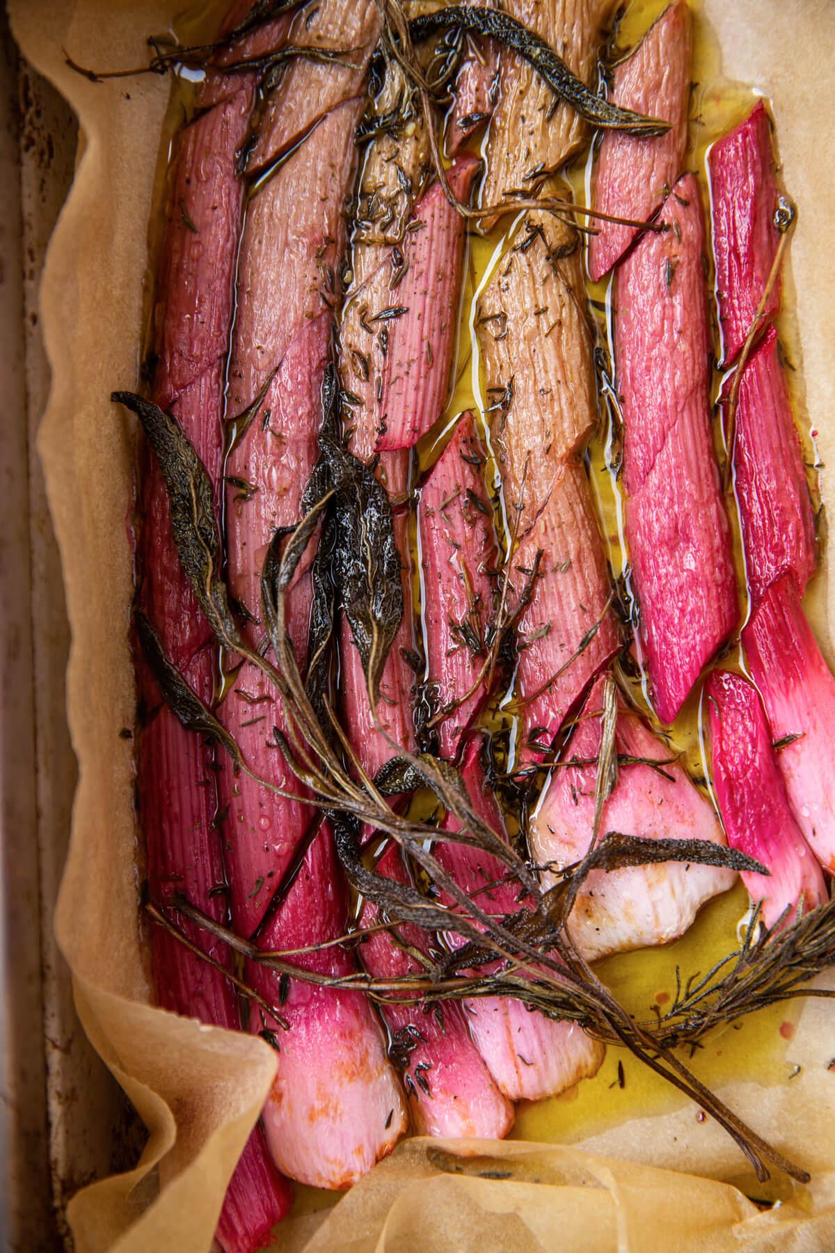 Garniture de rhubarbe salée