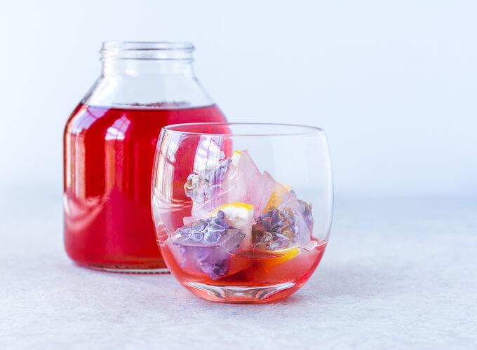 Sirop de queues de fraises pour un soda maison